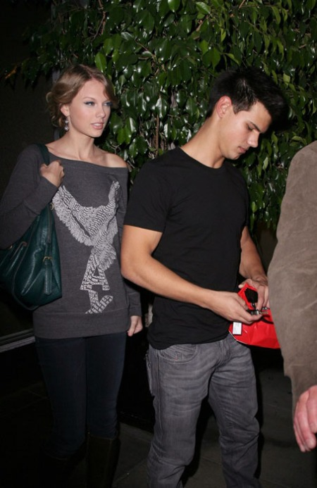 taylor-swift-taylor-lautner-steakhouse-01