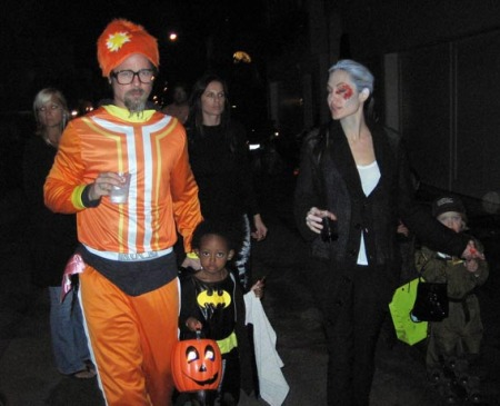 angelina-jolie-trick-of-treating-06