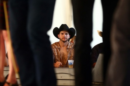 ashton-kutcher-returns-to-stagecoach-festival