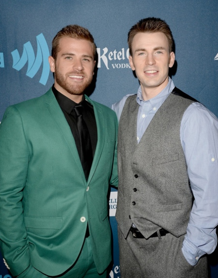 chris-evans-glaad-media-awards-2013-with-brother-scott-02