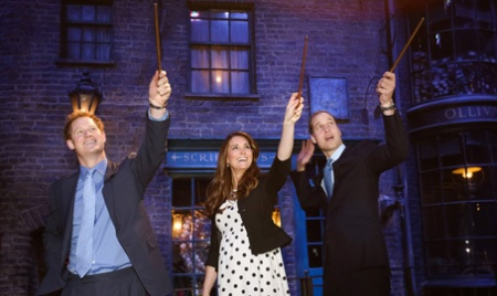 kate-middleton-prince-william-harry-potter-wand-battle-04