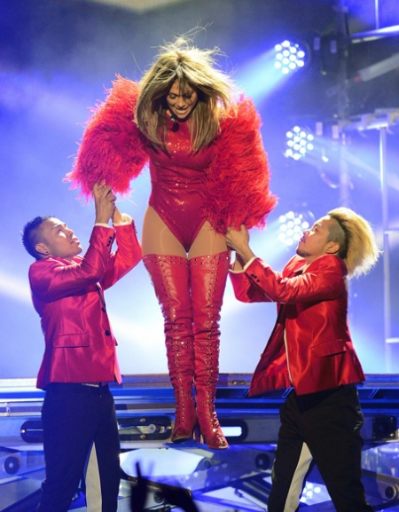 jennifer-lopez-billboard-music-awards-2013-performance-video-11