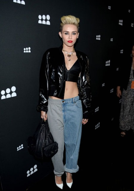miley-cyrus-sweatpants-jeans