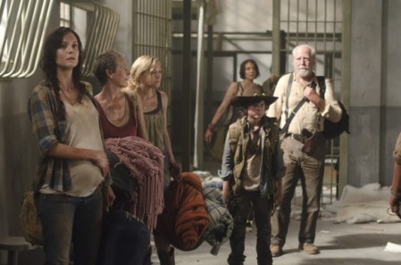 walking-dead-season3-premiere-review1-580x384