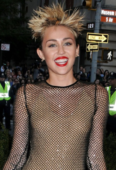 miley-cyrus-met-ball-2013 14