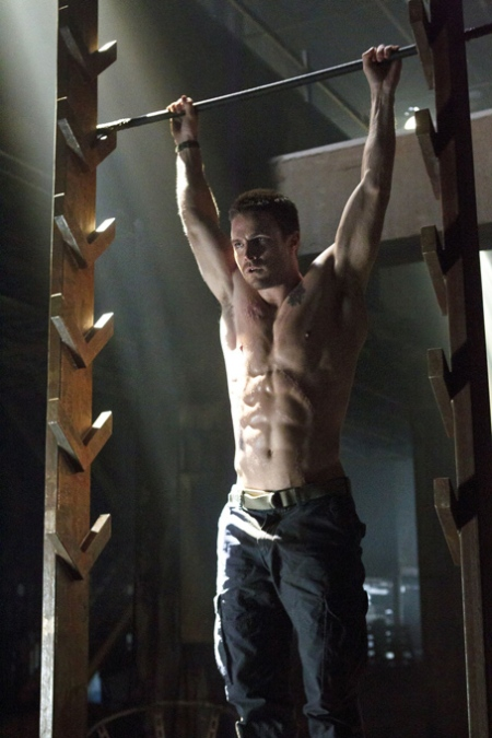 stephen-amell-shirtless-arrow-3