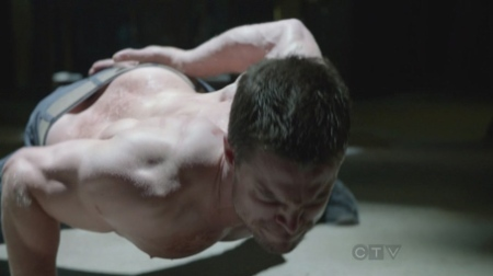 stephen-amell-shirtless-arrow-6